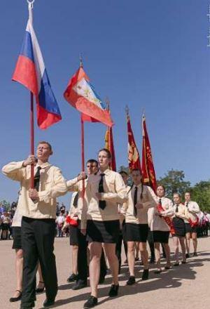 Повернення до України – замість триколору та серпу з молотом