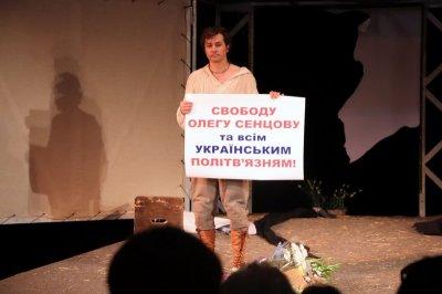 Міністр культури під час вистави в Херсоні закликав дати свободу політв'язням