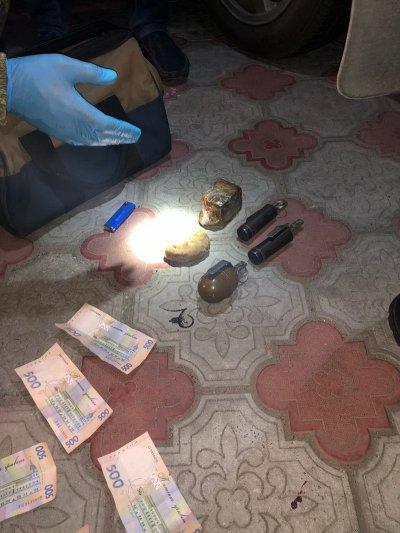 На Херсонщині затримала військовослужбовця, який продавав боєприпаси та вибухові речовини (ФОТО)
