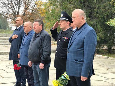 В одном из райцентров Херсонщины появился монумент погибшим правоохранителям